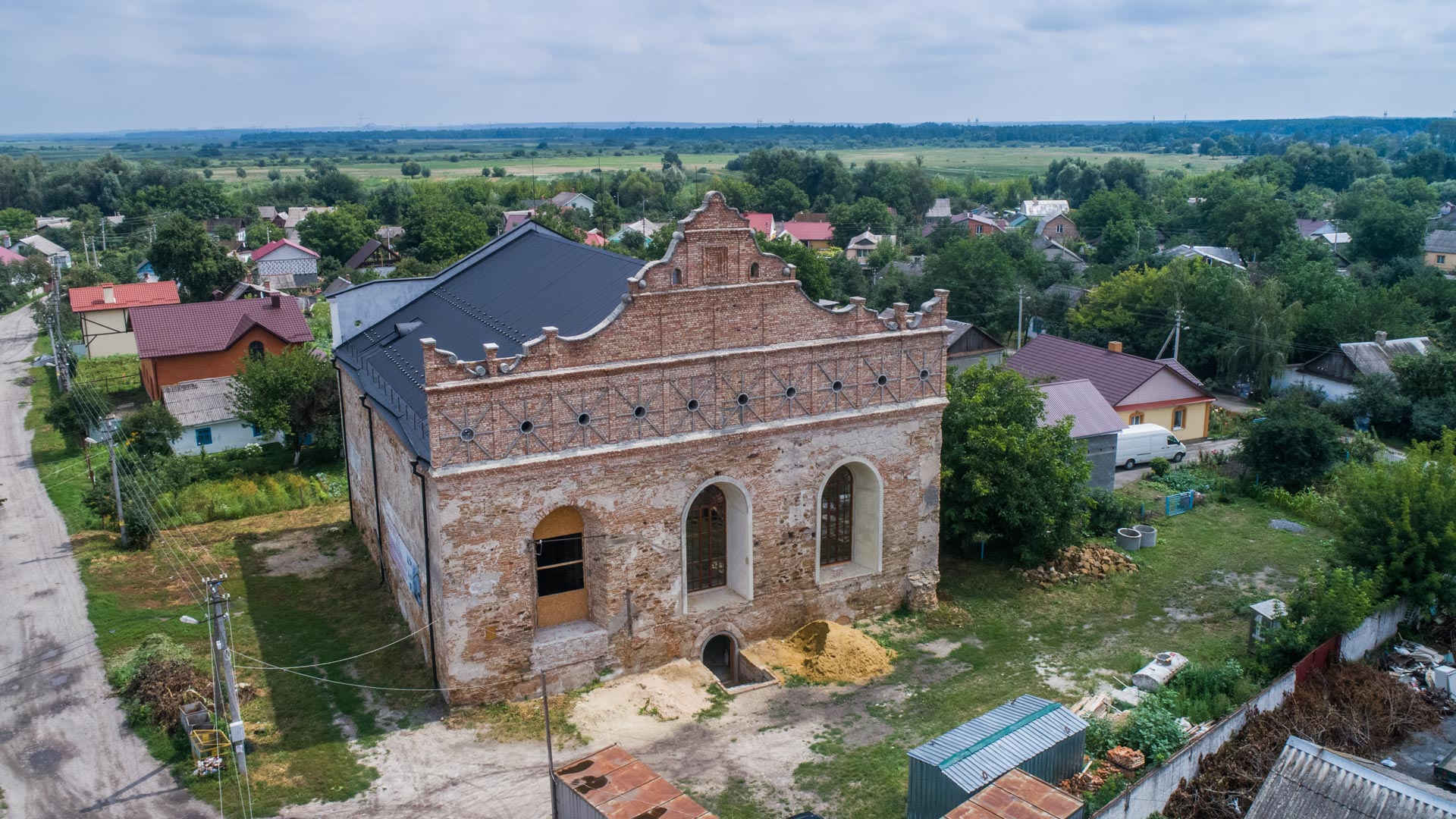 The Synagogue in Ostroh: Reconstruction of the ruins