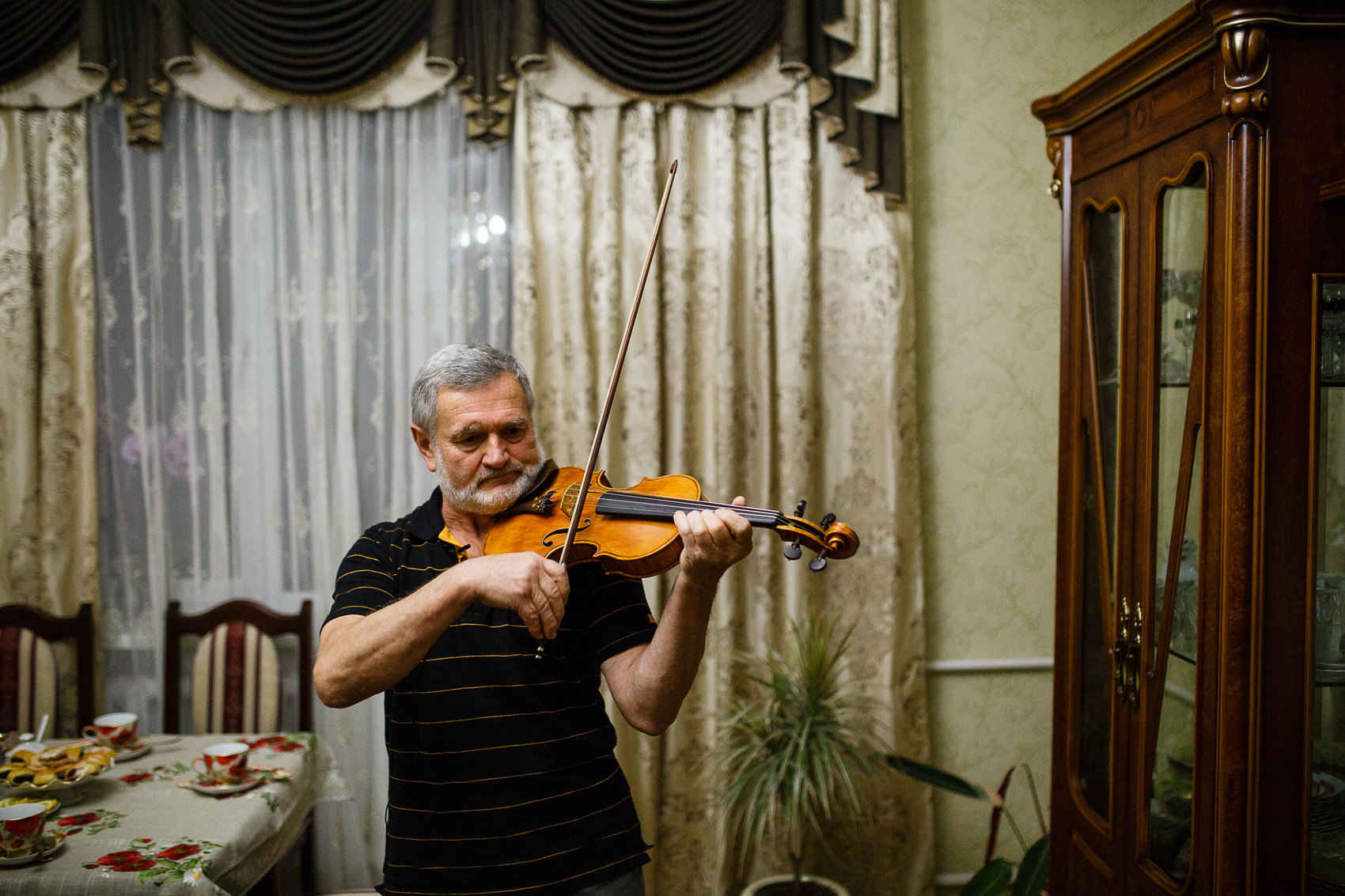 In die Ukraine zurückzukehren, um Violinen herzustellen