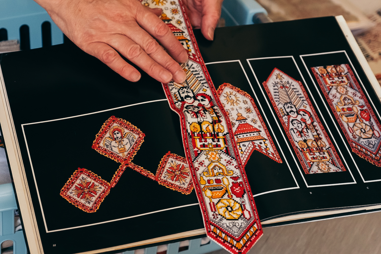 München. Traditionelle ukrainische Stickerei aufbewahren